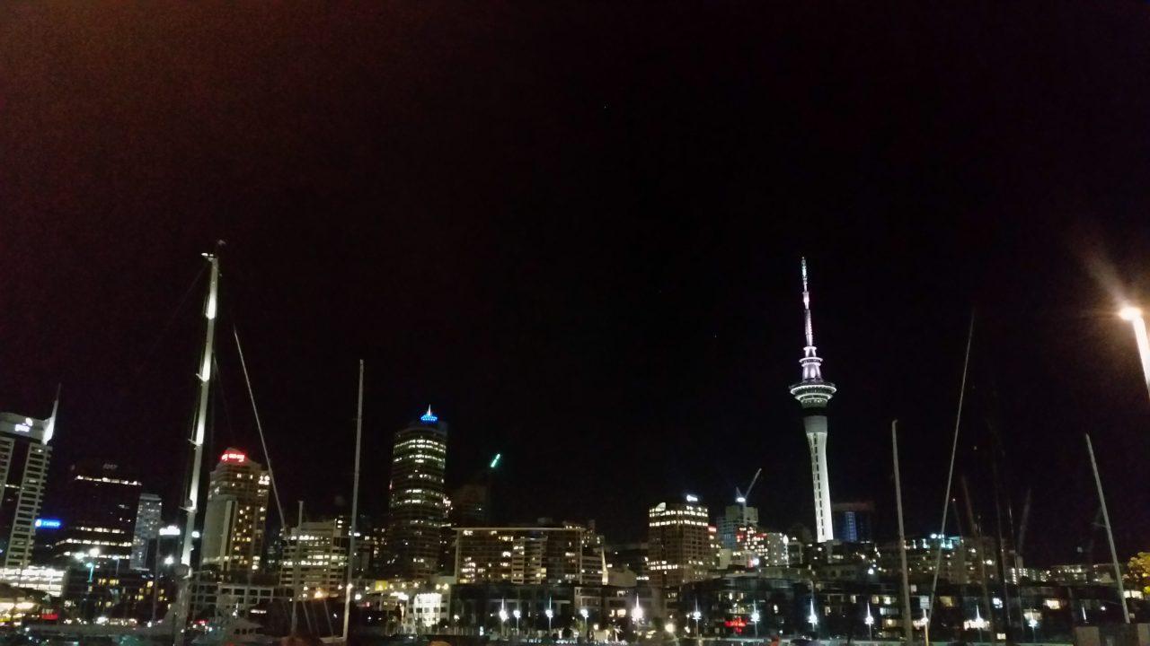 Auckland s výhladom na Sky Tower